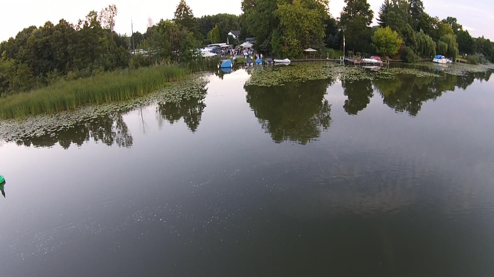 Blick auf Camping vom Wasser